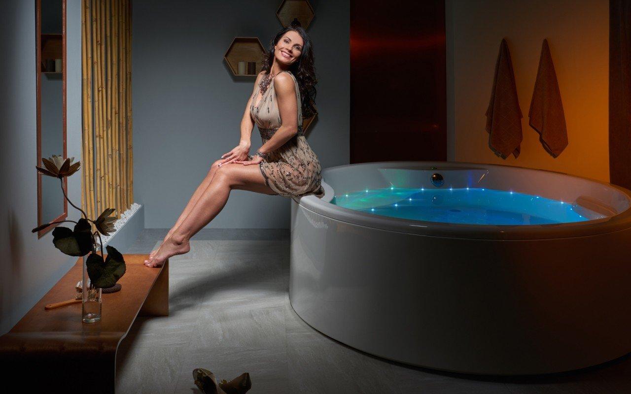 Aquatica Allegra Wht Freestanding Relax Air Massage Bathtub web(6)