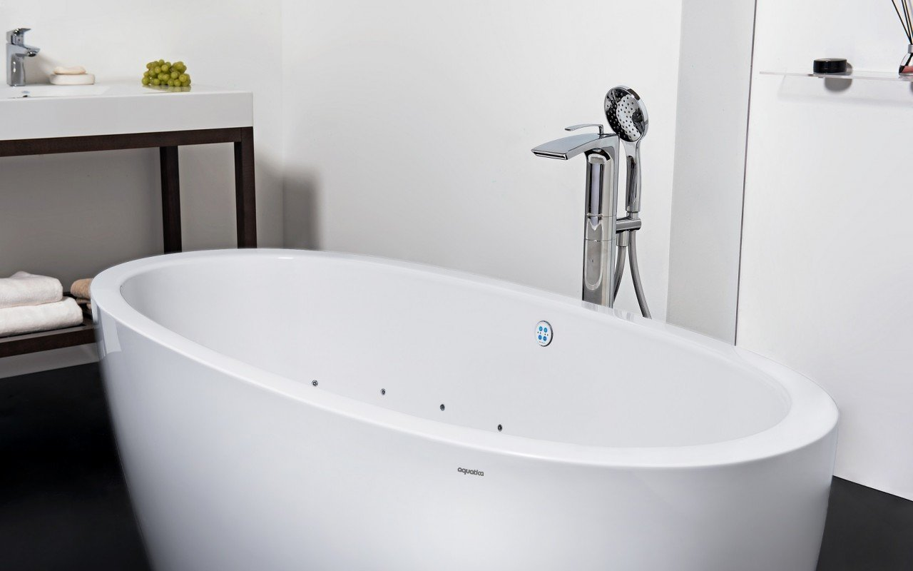 Aquatica purescape 174a wht relax air massage bathtub for Whirlpool baths pros and cons