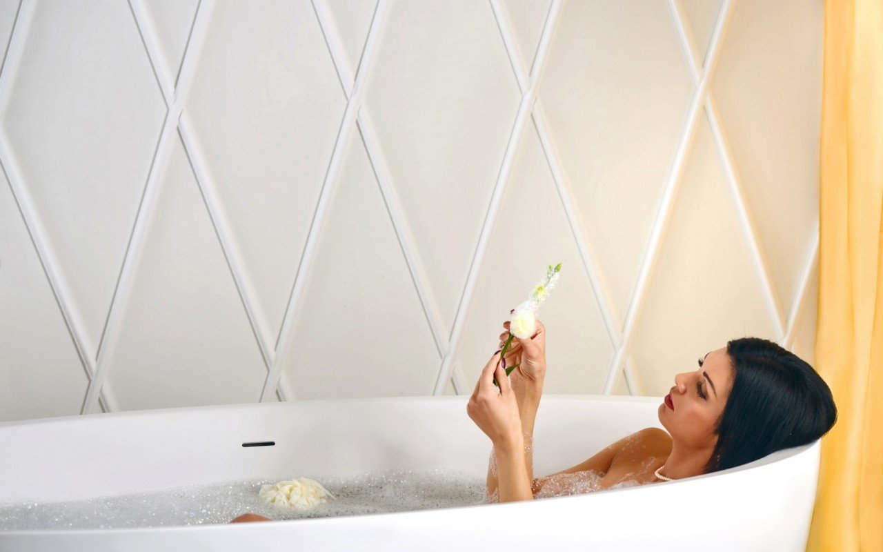 Aquatica Sensuality Wht Freestanding Solid Surface Bathtub web(15)