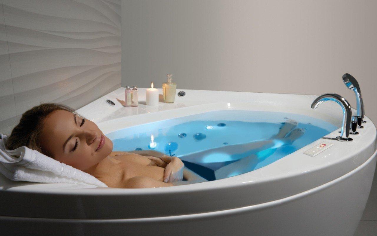 Aquatica olivia wht spa jetted corner bathtub web 02