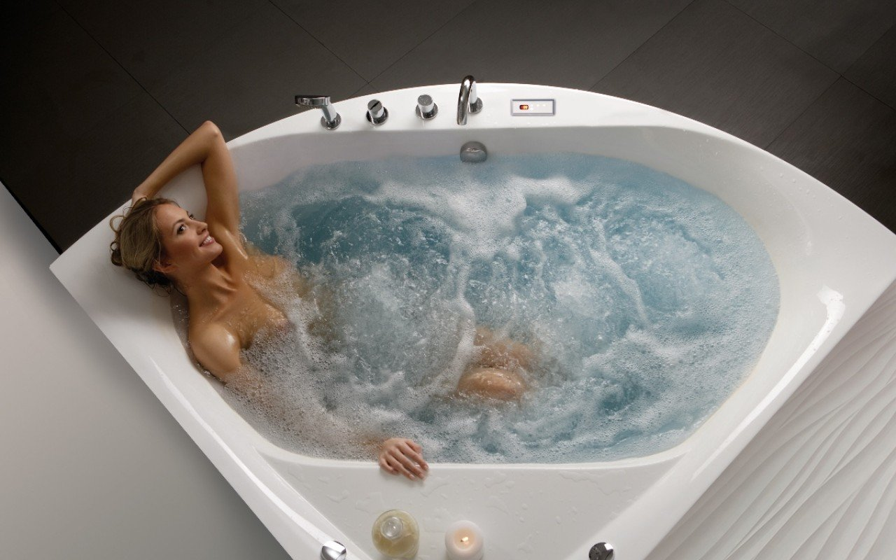 Aquatica olivia wht spa jetted corner bathtub web 04