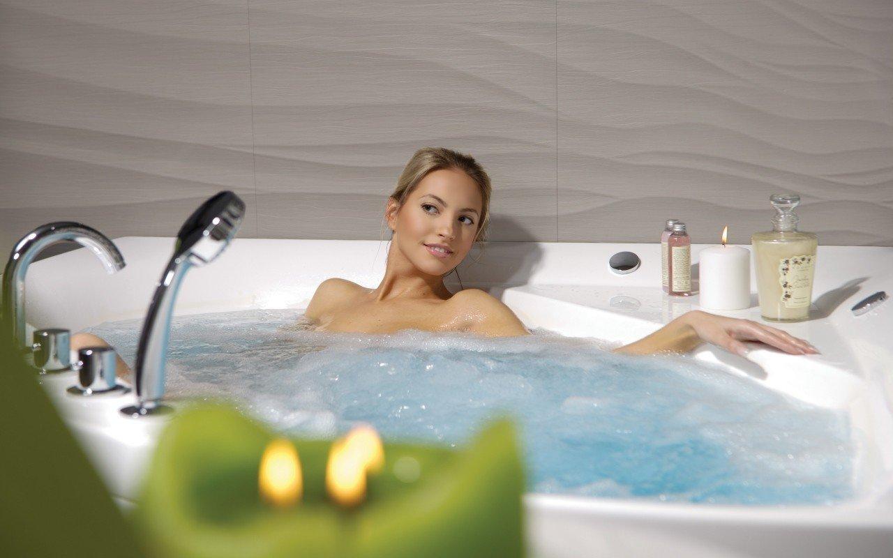 Aquatica olivia wht spa jetted corner bathtub web 05