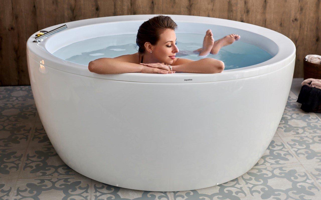 Aquatica pamela wht freestanding acrylic bathtub web 03