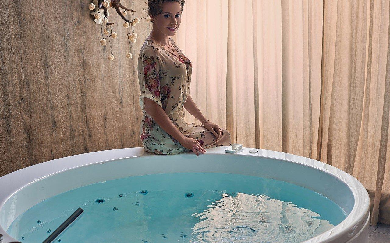 Aquatica pamela wht spa jetted bathtub web 11 (2)