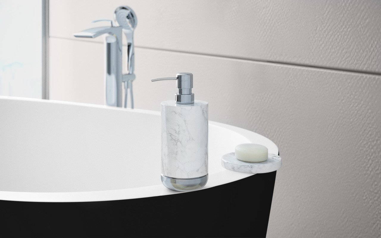 Aquatica spoon 2 black white egg shaped solid surface bathtub 2 (web)