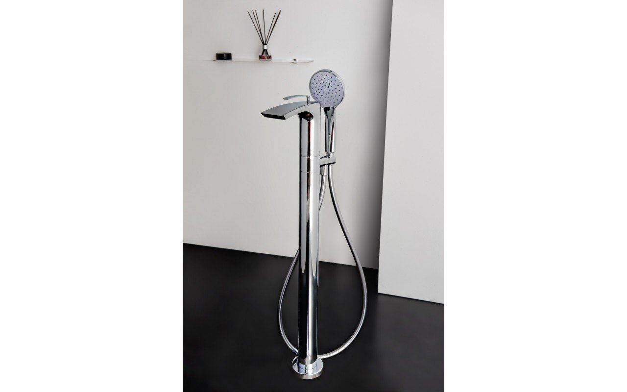 Bollicine Floor Mounted Bath Filler ChromeDSC2888
