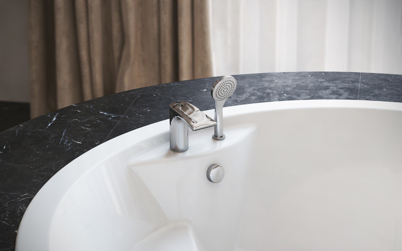 Bollicine d 121 faucet deck mounted tub filler chrome by Aquatica 01 (web)