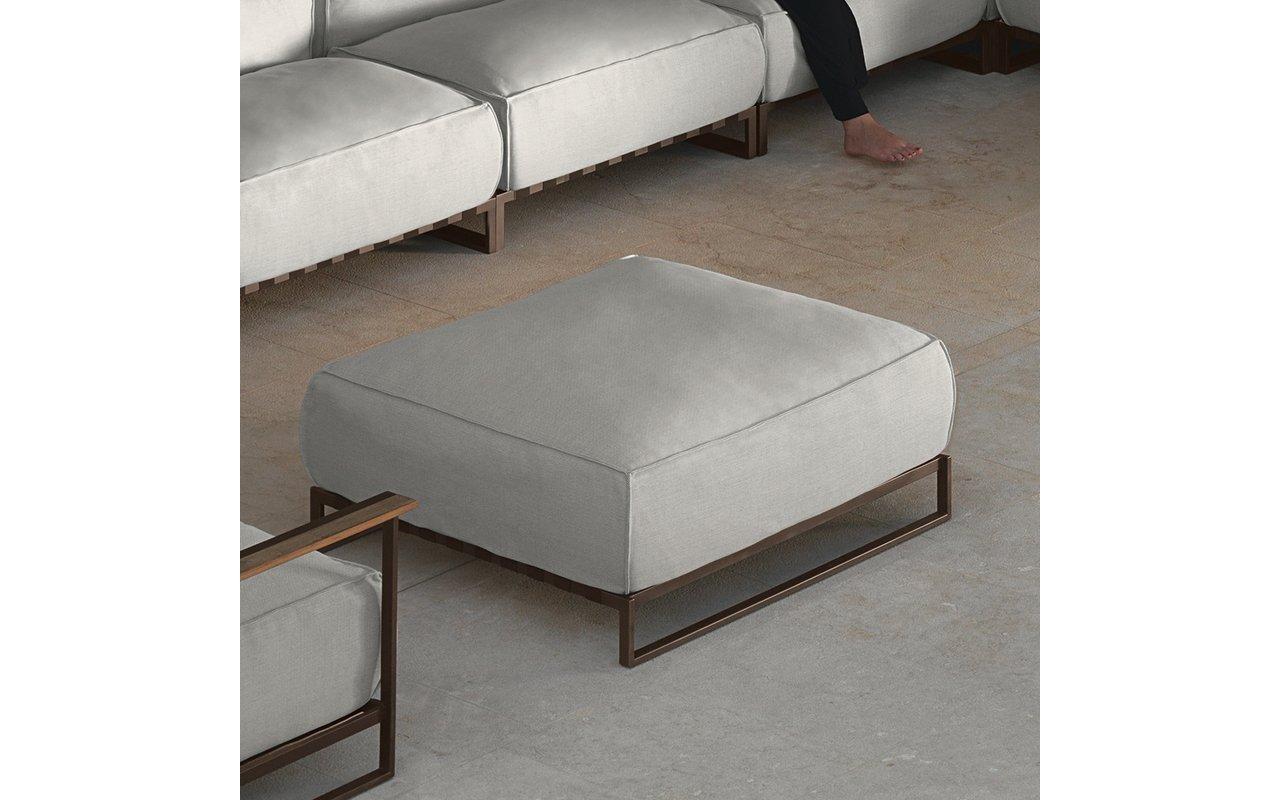 Casilda living corner garden pouf mokka and white beige cushions (web)