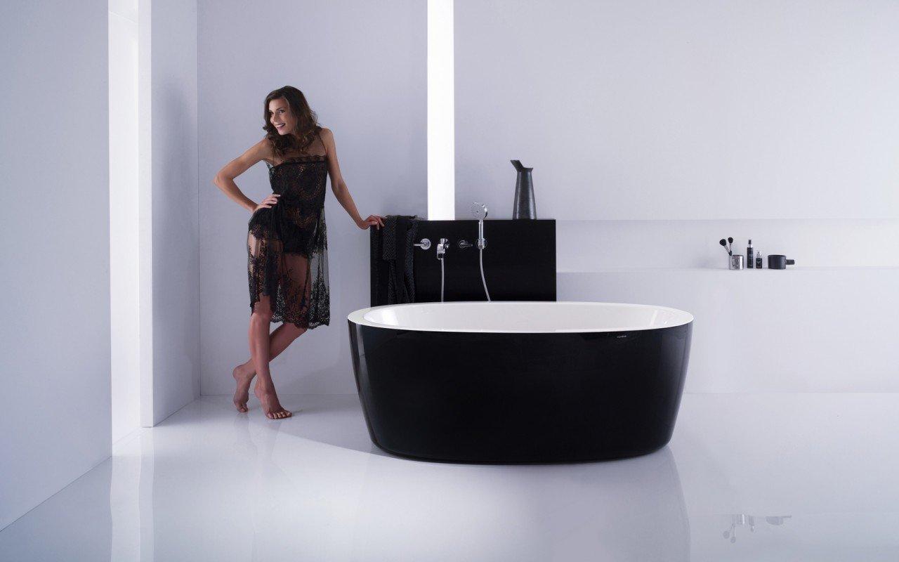 PureScape 174A Blck Wht Freestanding Acrylic Bathtub web (4)