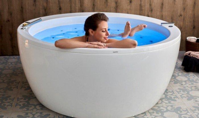 Aquatica Pamela Wht Spa Jetted Bathtub (1)