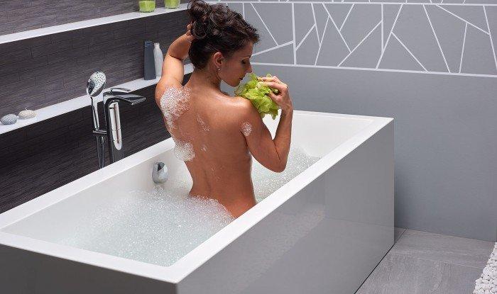 Continental Wht Freestanding Solid Surface Bathtub by Aquatica web (3)