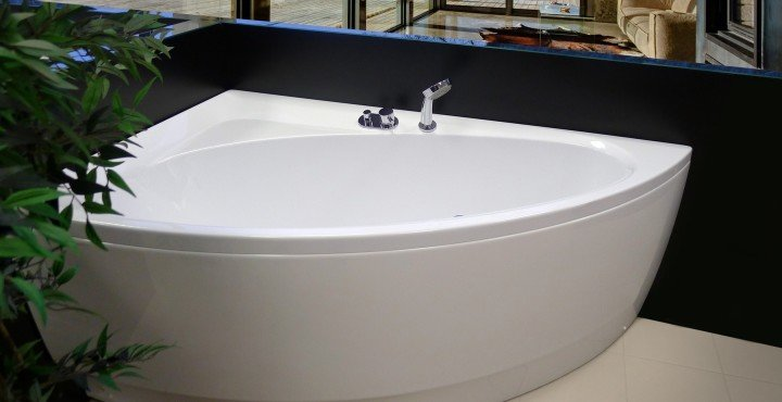 Optimise Space with our Corner Tubs Made from Award Winning