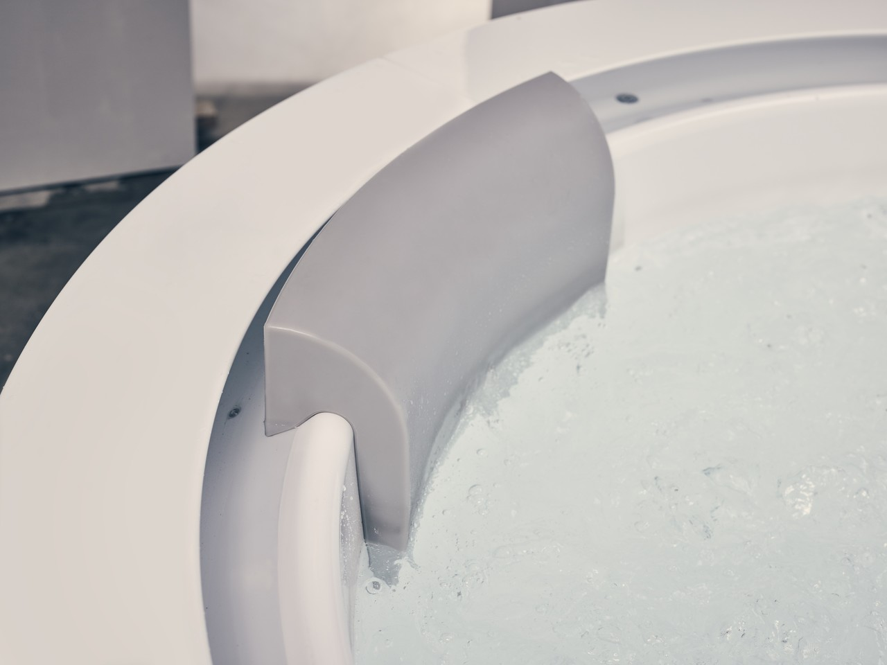 Aquatica Infinity R1 Heated Therapy Bathtub 16