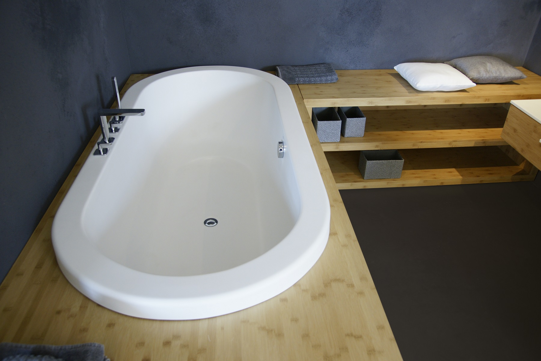 Superbe The Carol Drop In Bathtub Is One Of Aquaticau0027s Classically Versatile  Models, Designed To Either Be Dropped Into The Floor Or Onto A Raised  Bathing Pedestal.