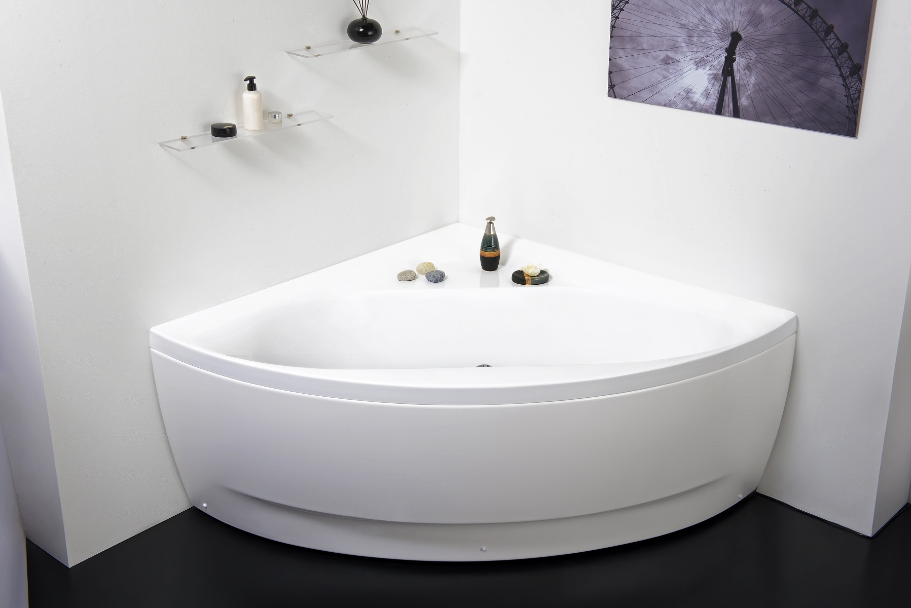 Aquaticau0027s Olivia Corner Tub Is A Timeless Model, Which Has Been Designed  To Suit Small Contemporary Bathrooms. Crafted Using Premium Acrylic Sheets  From ...