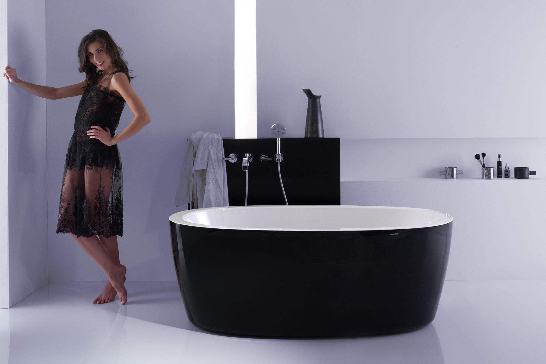 Complemented By The Black Exterior And White Interior, This Minimalistic  And Contemporary Oval Bathtub Adds Refinement To Both Traditional Or Modern  ...