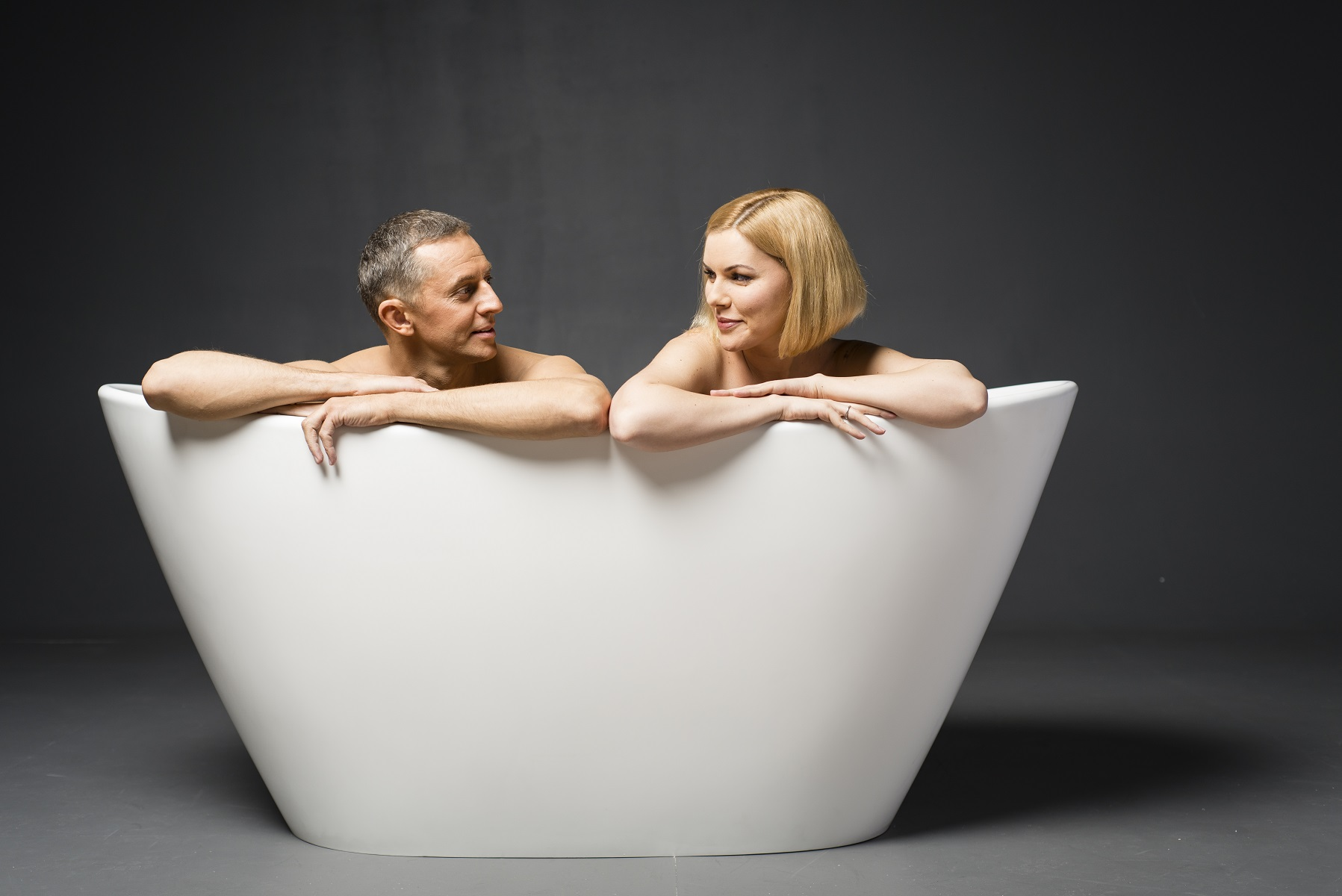2 person freestanding tub. Produced using Aquatica s ground breaking AquateX  material this contemporary styled freestanding tub is an elegantly refined and sculpted oval model Purescape 748M Freestanding Solid Surface Bathtub Fine