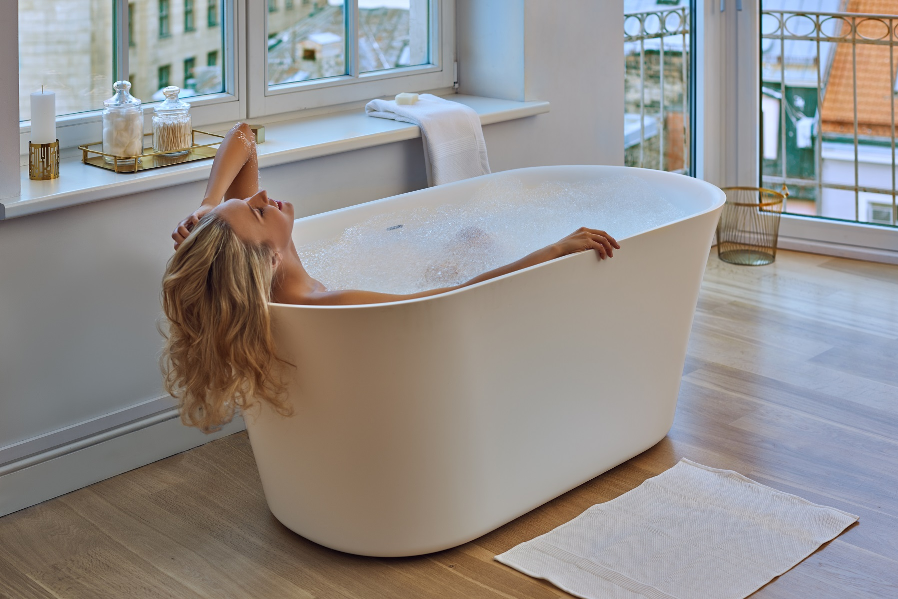 The Simple Yet Elegant Structure Of The Tulipu0027s Refined Shape, Allows This Freestanding  Bathtub To Be Easily Used In Both Contemporary And Large Bathrooms, ...