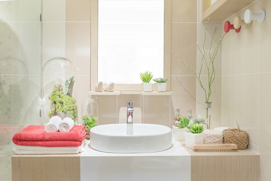 5 ways to bring color into your bathroom 14780823 web