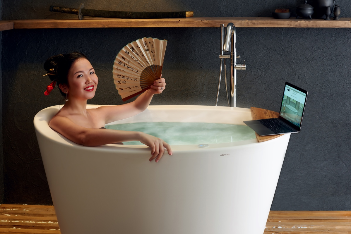 japanese deep soaking tub