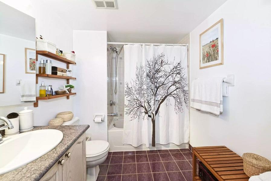 tips to surviving a small bathroom 81669